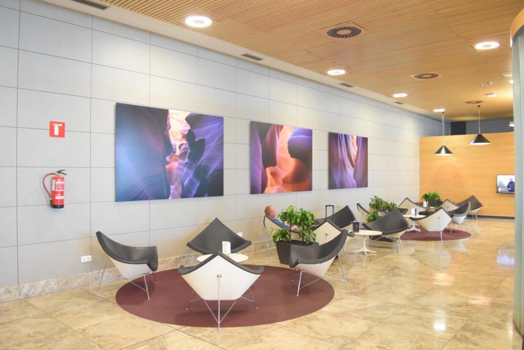 Großzügige Lounge Bereiche in der  Eingangsbereich