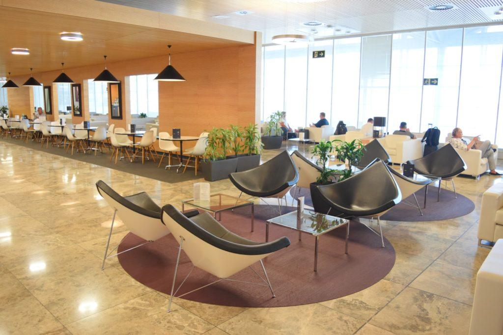 Weitere Lounge Sitzbereiche