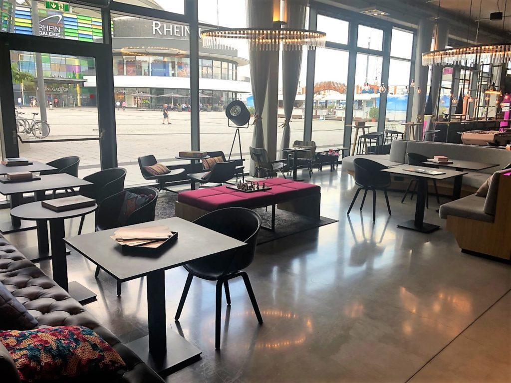 Moxy Hotel Ludwigshafen Lounge & Restaurantbereich