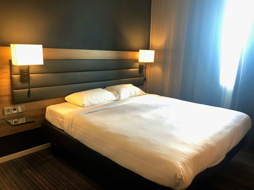 Moxy Hotel Ludwigshafen Zimmer mit Queen-Size Bett