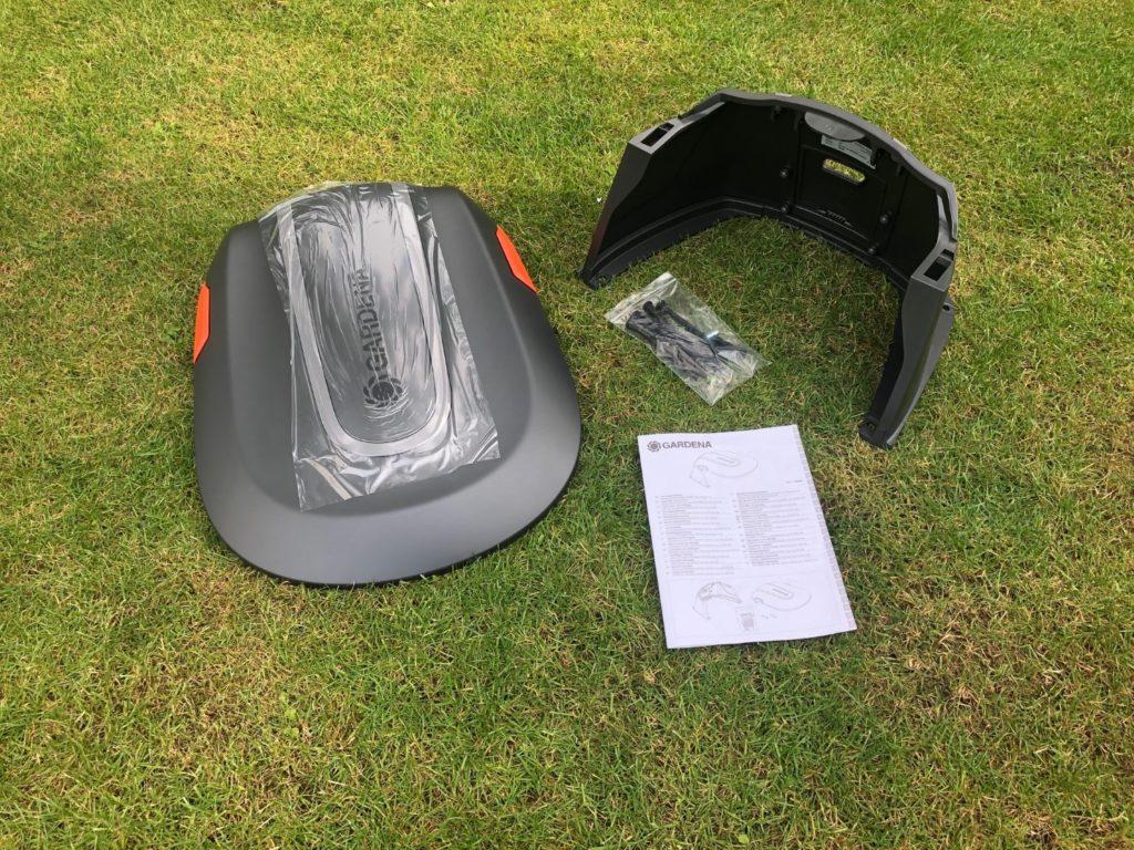 GARDENA Garage für Mähroboter dient als Sonnenschutz und Regenschutz für Rasenroboter und Ladestation.