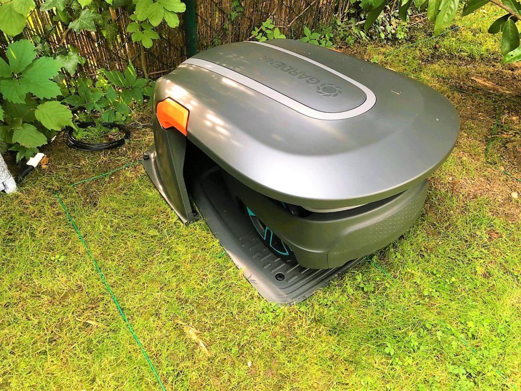 GARDENA Garage für Mähroboter dient als Sonnenschutz und Regenschutz
