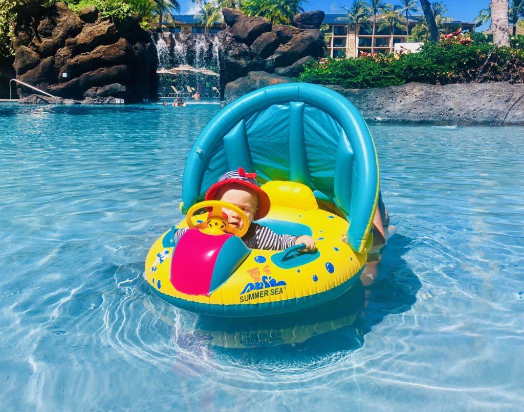 """Vic im """"Wassertaxi"""" Autoboot mit Sonnenschutz"""