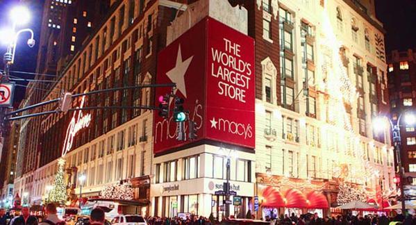 Das weltgrößte Kaufhaus Macy`s in New York City ist im Winter besonders hübsch und bombastisch dekoriert.