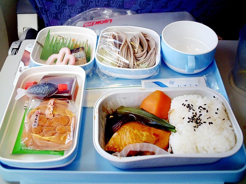 Essen bei Air China in der Economy Class