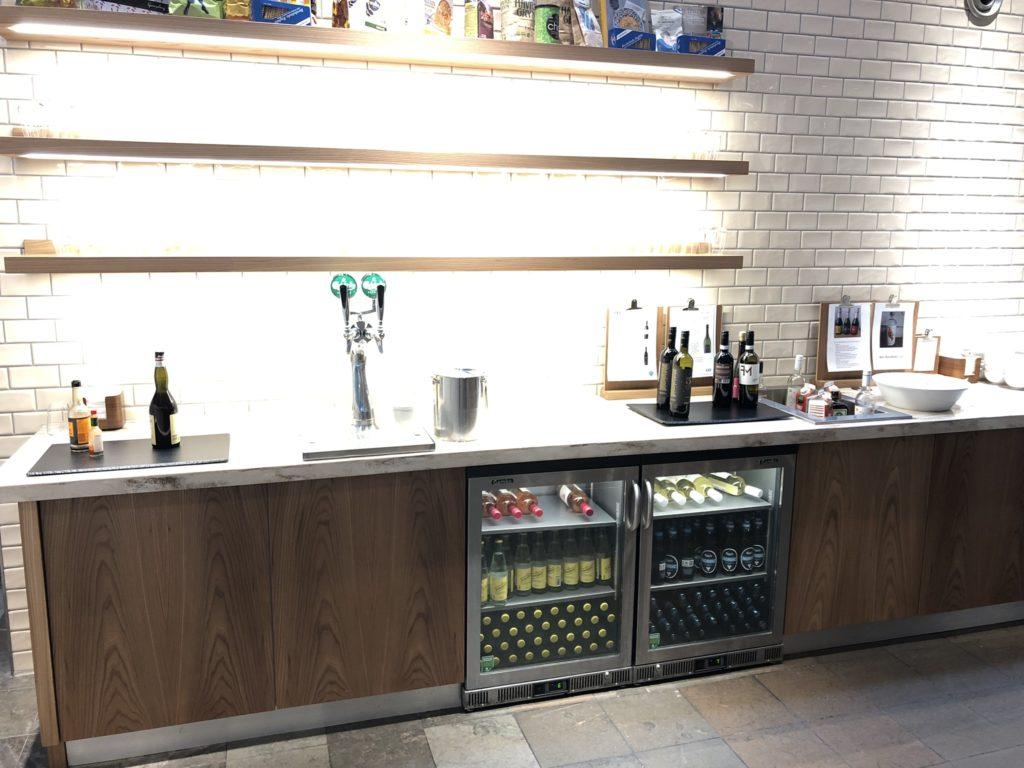 Getränke für den Abend: Wein und frisch gezapftes Bier
