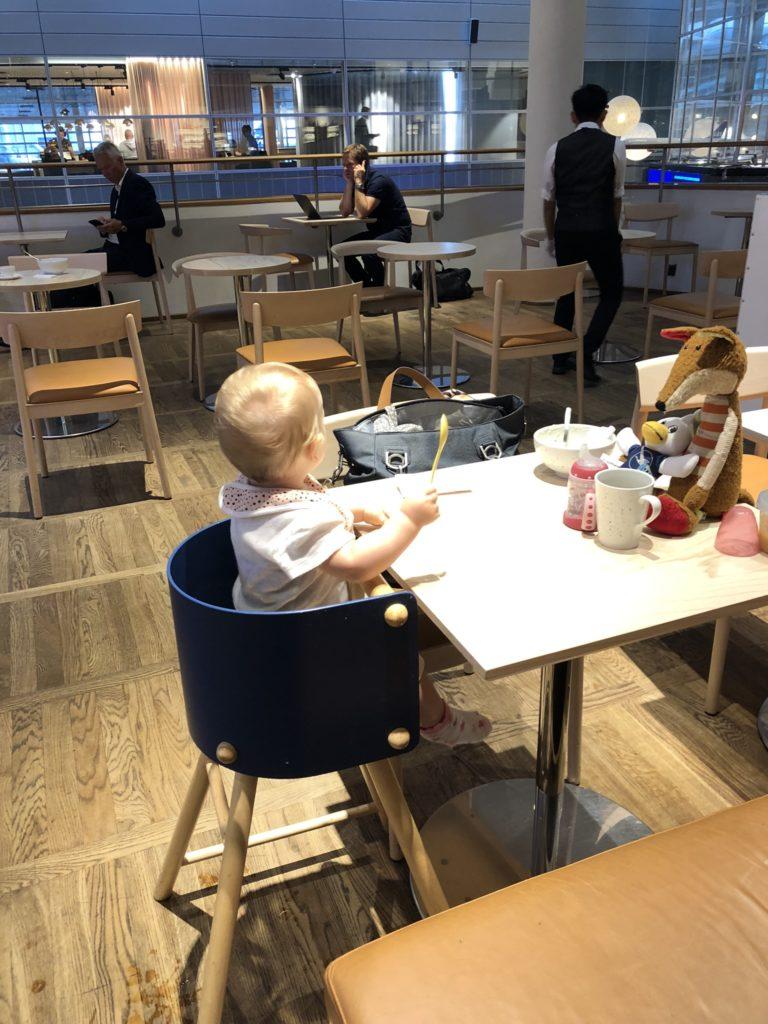 Frühstücken in der SAS Gold Lounge Flughafen Kopenhagen Kastrup