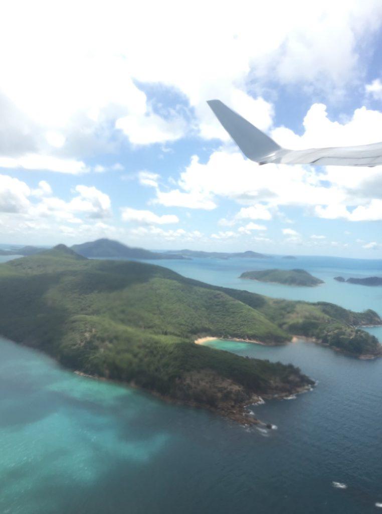Papa & Mama fliegen über das Great Barrier Reef nach Hamilton Island