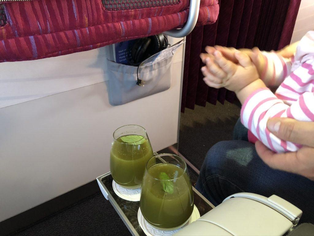 Das Allerbeste: leckerer Zitronen Minz Drink auf Qatar Airways Flügen