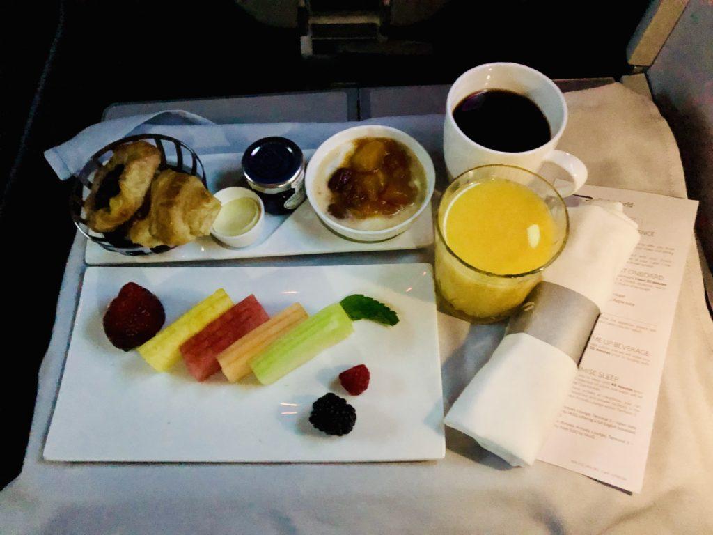 British Airways Club World - Business Class Frühstück mit Früchten