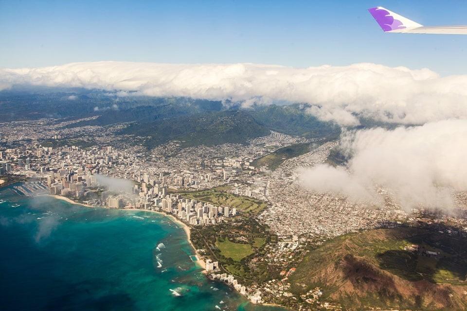 Honolulu aus der Luft im Vorbeiflug