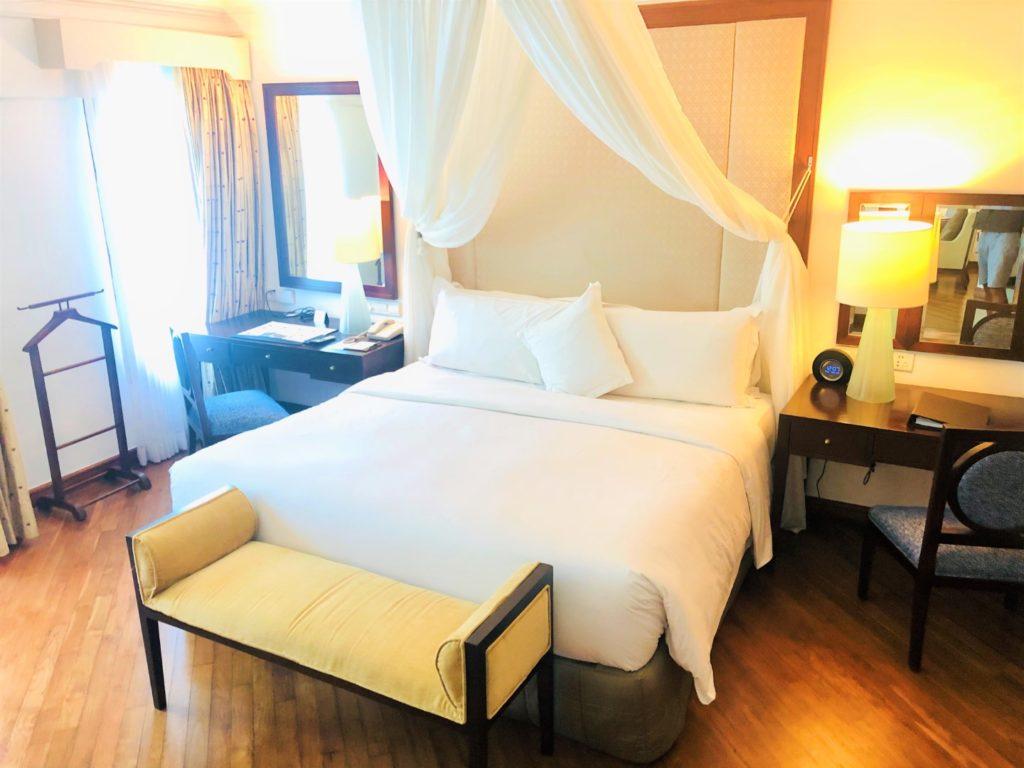 Kind Size Bett mit 2 x 2 Metern und Baldachin