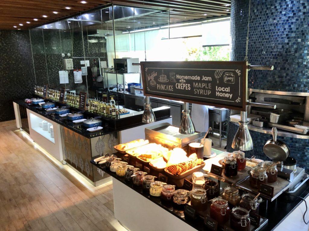 Pfannkuchen, Waffeln und Marmeladen in allen bekannten und exotischen Geschmacksstufen