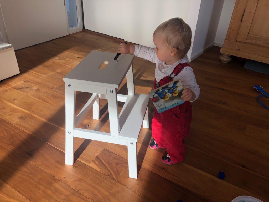 Ikea Bekväm steht und das Werkzeug kann ich durch das Loch stecken