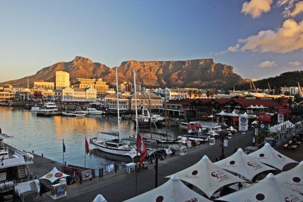V & A Waterfront mit herrlichem Tafelberg Panorama - Bars, Restaurants & Shopping
