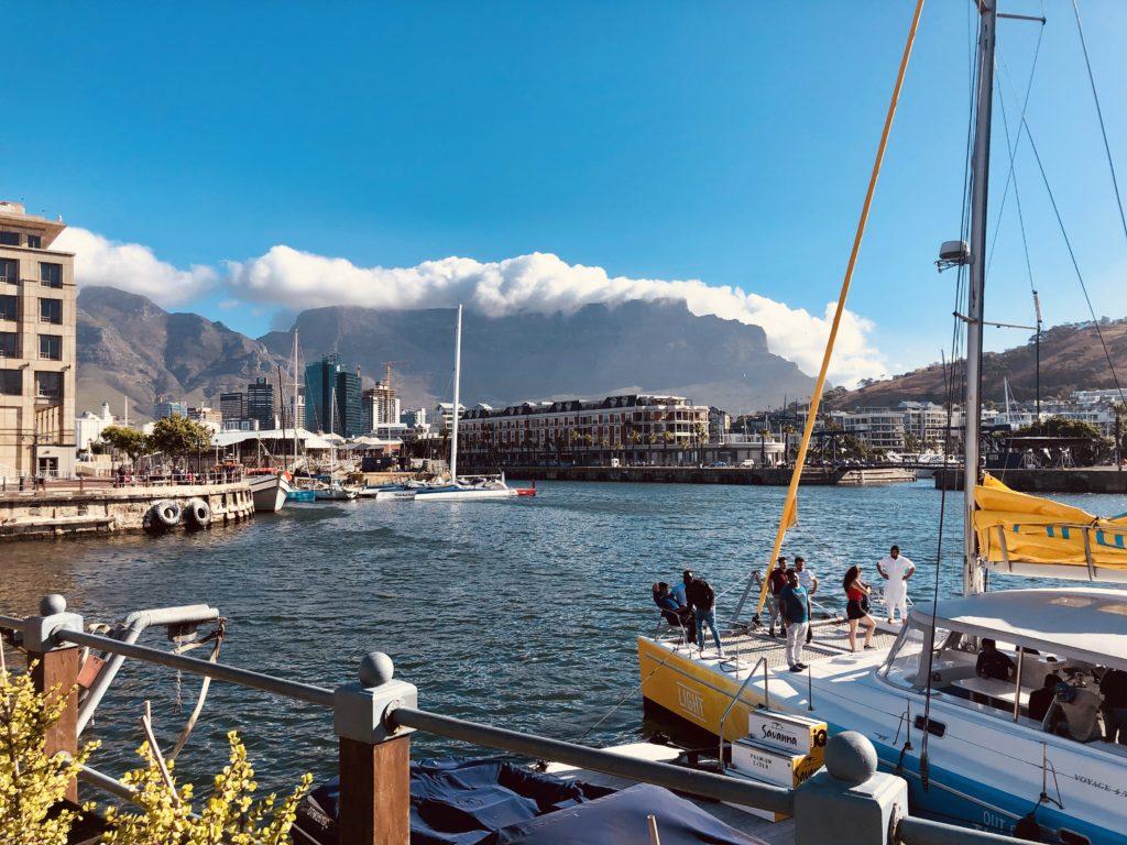 Blick auf den Tafelberg von der V & A Waterfront