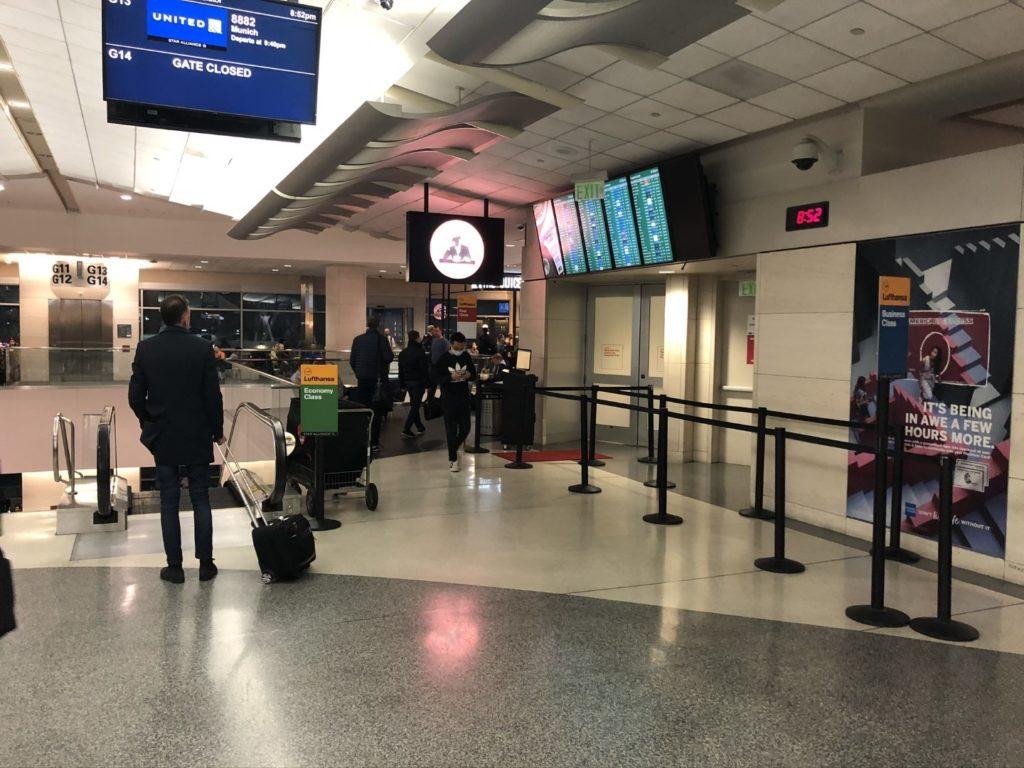 Boarding Gate G13-14 für Flug 459 von San Francisco nach München im Airbus A380