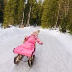 Victoria beim Schlittenfahren von der Schwarzentennalm nach Kreuth beim Tegernsee