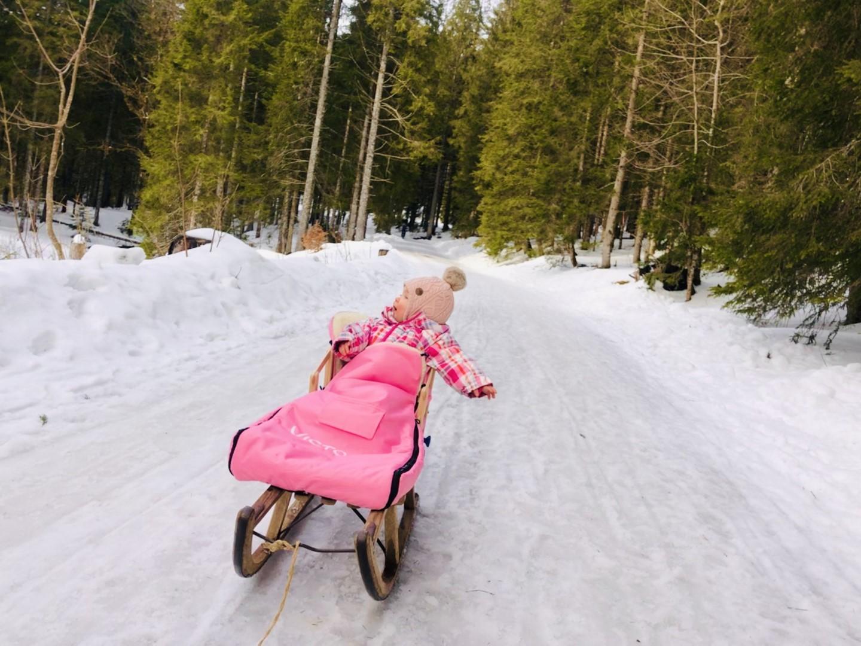 Winterspaß: Rodeln mit Baby am Tegernsee und dem besten Schlitten