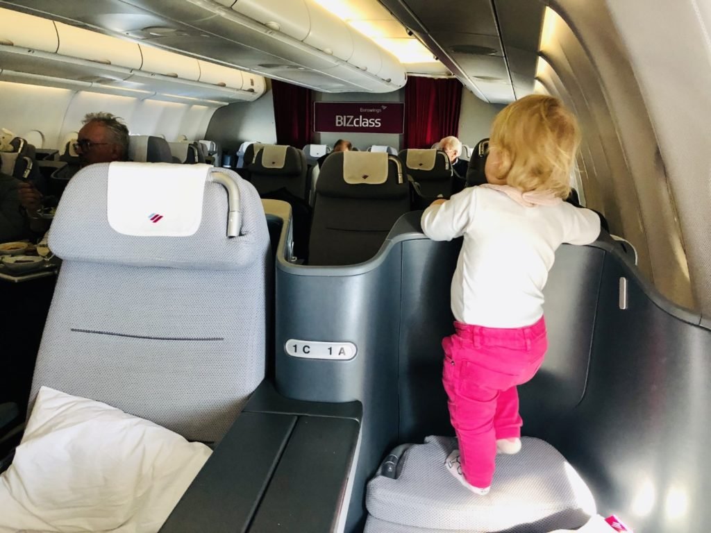 Eurowings Business Class Airbus A330-300 mit Kleinkind