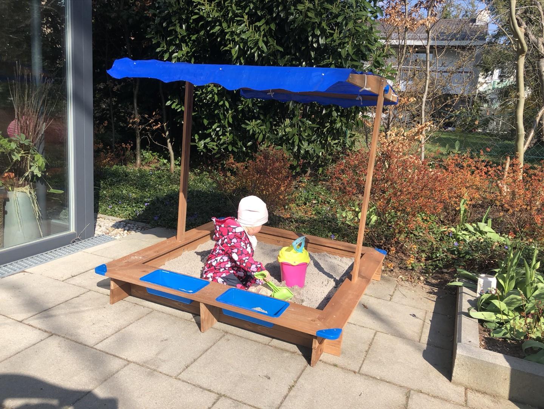 Sandkasten aufbauen mit Baby- So ist es ein tolles gemeinsames Projekt