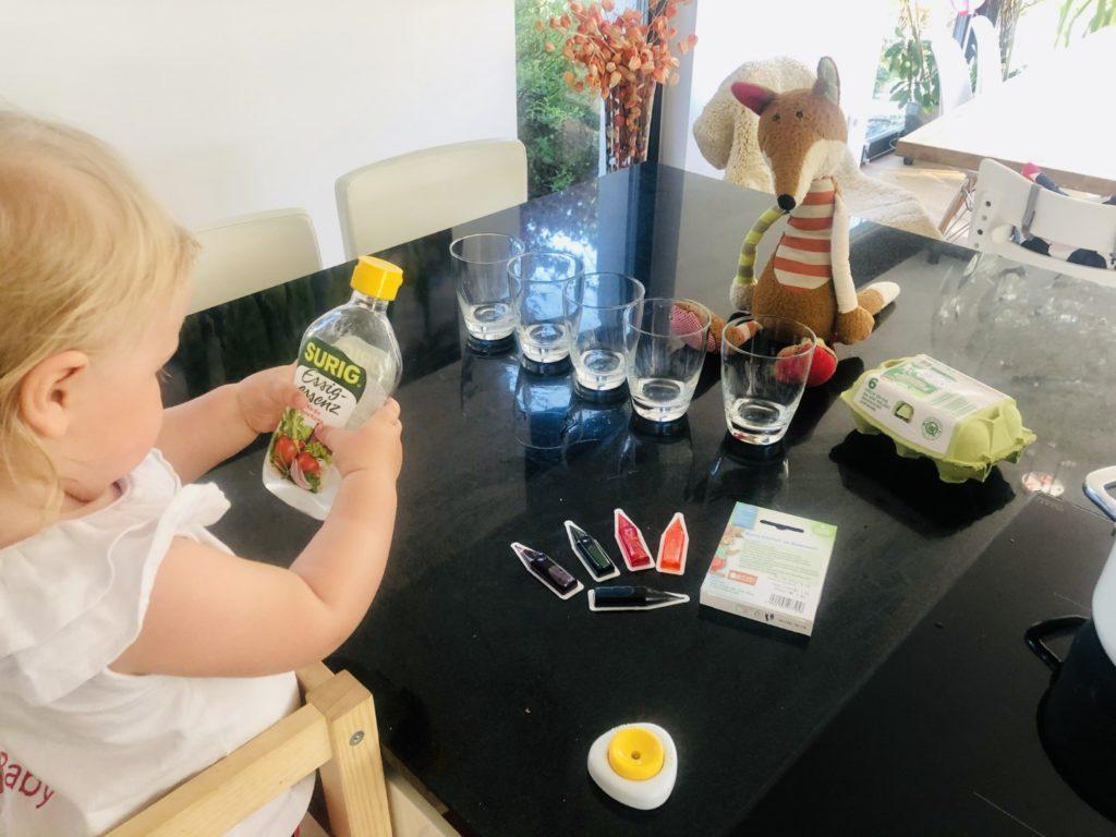 Essig für das Eierfärben zu Ostern