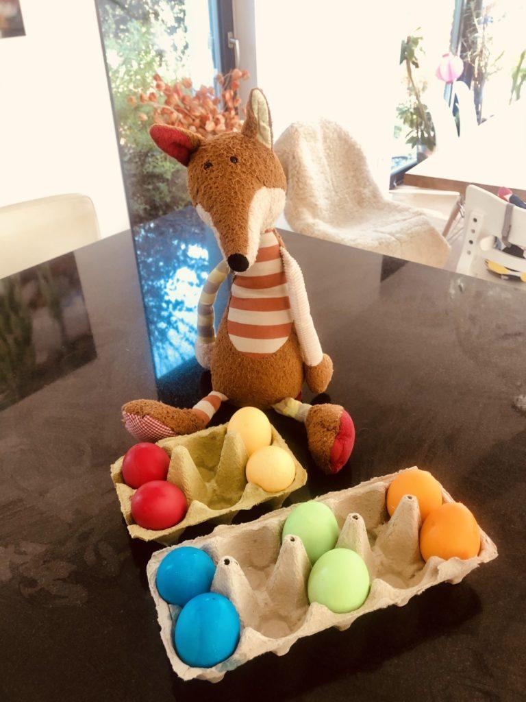 Alle Eier gefärbt Ostern kann kommen