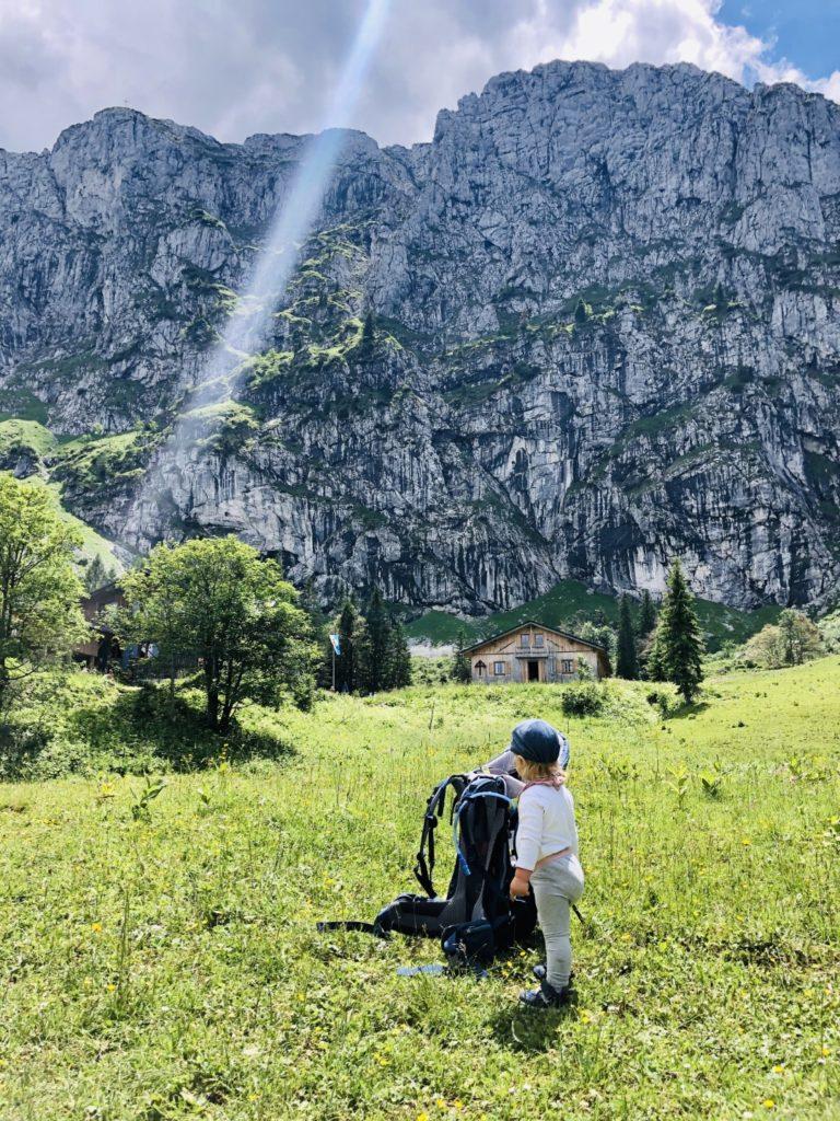 Sonnenlicht direkt über der Benediktenwand (1800m)