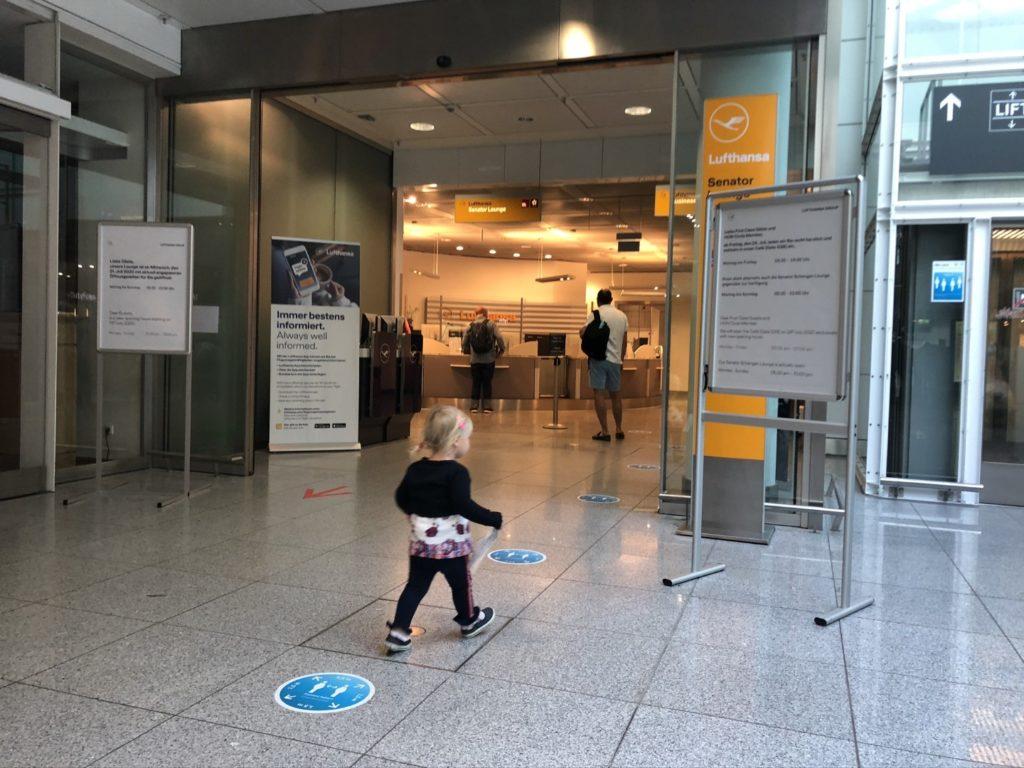 Eingang zur Lufthansa Senator Lounge München im Terminal 2