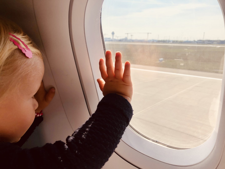 Fliegen während Corona in der Aegean Business Class im Airbus A320NEO von München nach Athen mit Baby