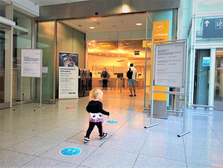 Fliegen trotz Corona: Lufthansa Senator Lounge Flughafen München  im Baby Test